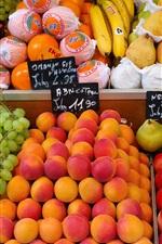 Mercado de rua, loja de frutas, ameixas, pêssegos, uvas, peras, bananas, laranjas
