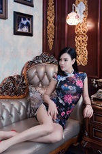 Preview iPhone wallpaper Chinese cheongsam girl, sofa, bed, retro style