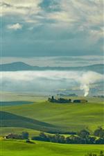 iPhone обои Путешествие в Тоскану, Италия, зеленые поля, дома, деревья, дым, облака