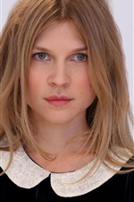 Preview iPhone wallpaper Clemence Poesy 04