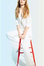 Preview iPhone wallpaper Elizabeth Olsen 09