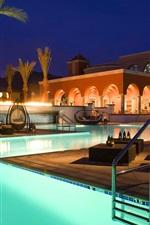 Resort, à noite, piscina, cadeira, sofá