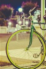 iPhone fondos de pantalla Bicicleta, farola, noche de la ciudad, luces