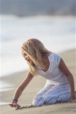 Preview iPhone wallpaper Cute child girl play on beach