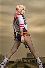 Cosplay girl, back view, pernas, arma, Harley Quinn