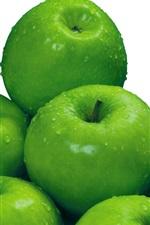 Maçãs verdes, gotas de água, fundo branco