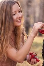 iPhone壁紙のプレビュー ブロンドの女の子、鳥の餌、果実