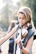 Preview iPhone wallpaper Blonde girl play violin, street