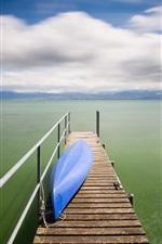 iPhone обои Озеро, док, лодка, облака