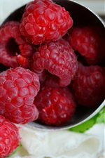 Preview iPhone wallpaper Ripe raspberry, delicious fruit