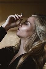 iPhone fondos de pantalla Cigarrillo, chica, decepcionado