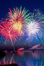 iPhone обои Фейерверк, искра, ночь, река, лодки, праздник