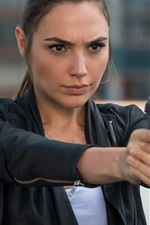 Preview iPhone wallpaper Gal Gadot, Keeping Up with the Joneses