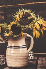 Preview iPhone wallpaper Withered sunflowers, vase