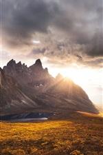 iPhone fondos de pantalla Paisaje hermoso de la naturaleza, nubes, montañas, rocas, puesta del sol, otoño