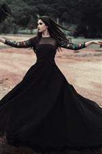 Falda preta dançando menina