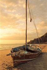 Praia, barco quebrado, mar, pôr do sol