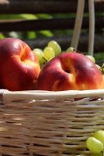 iPhone обои Персики, виноград, корзина, фрукты