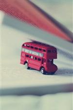 iPhone обои Игрушечный автобус, книга