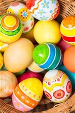 Ovos de páscoa coloridos, cesta, férias