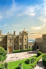 Crimea, palácio de Vorontsov, árvores, nuvens, sol, verão