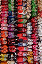 Preview iPhone wallpaper Many child shoes, colorful