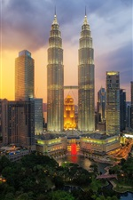 Preview iPhone wallpaper Petronas Twin Towers, Kuala Lumpur, Malaysia, skyscrapers, city night