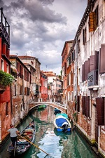 Preview iPhone wallpaper Venice, Gondola, houses, river, boats