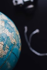 Preview iPhone wallpaper Globe, black background