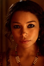 Preview iPhone wallpaper Jessica Parker Kennedy, Black Sails