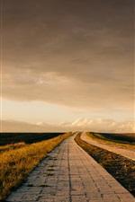 iPhone fondos de pantalla Caminos, hierba, nubes, anochecer