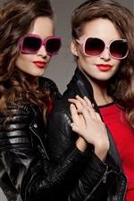 iPhone壁紙のプレビュー 二人の女の子、カールヘア、サングラス、レザージャケット