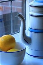 Windowsill, chaleira, tigela, limão