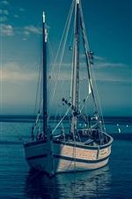Barcos, mar azul, crepúsculo