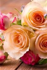 Bouquet de rosas, rosas e flores brancas