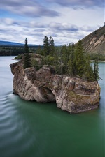 Canada, Yukon River, trees, rocks, island