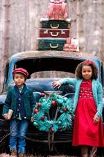 Criança garota e menino, carro quebrado, mala