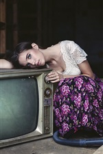 Preview iPhone wallpaper Girl and old TV
