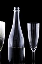 Vorschau des iPhone Hintergrundbilder Glasschalen und Flaschen, Getränke, schwarzer Hintergrund