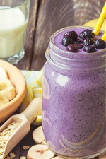 Smoothies, milk, bananas, berries