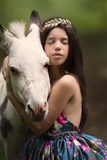 Menina criança e cavalo, amizade