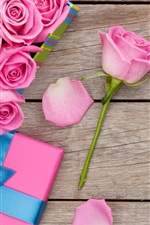 Preview iPhone wallpaper Pink roses, water drops, gift box, wooden background