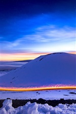 iPhone fondos de pantalla Montaña de la nieve, invierno, camino, luz, cielo, luna, noche