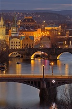 iPhone fondos de pantalla Vltava, República Checa, Praga, noche, puentes, río, luces