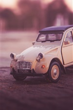 Preview iPhone wallpaper Retro toy car