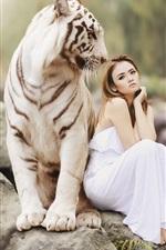 iPhone fondos de pantalla Tigre blanco y chica asiática, sentado en piedra, amistad