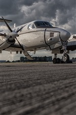Preview iPhone wallpaper Beechcraft C-12U Huron combat aircraft