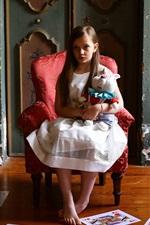 Menina bonitinha, criança, cartões, cadeira, coelho de brinquedo