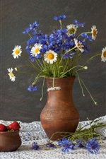 Preview iPhone wallpaper Blue cornflowers, white chamomile, vase, strawberry