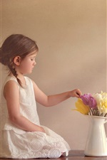 Preview iPhone wallpaper Cute child girl and flowers